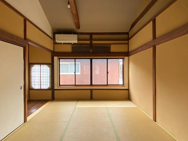 和室の天井はアーチ型です