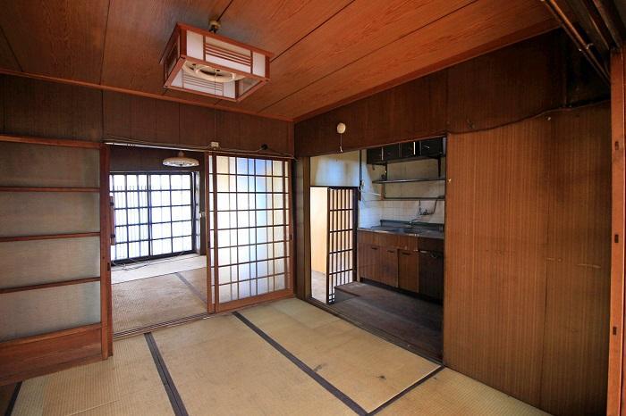 1階は和室が2間と台所