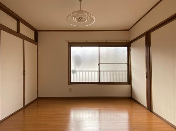 2階、南側の洋室です