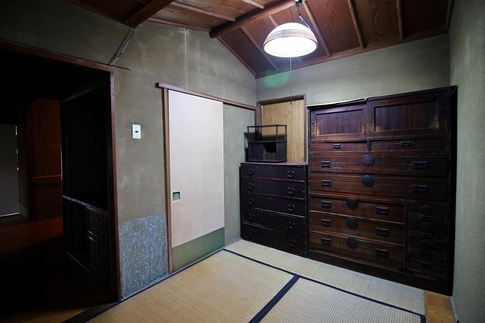 玄関横に4帖の茶室?