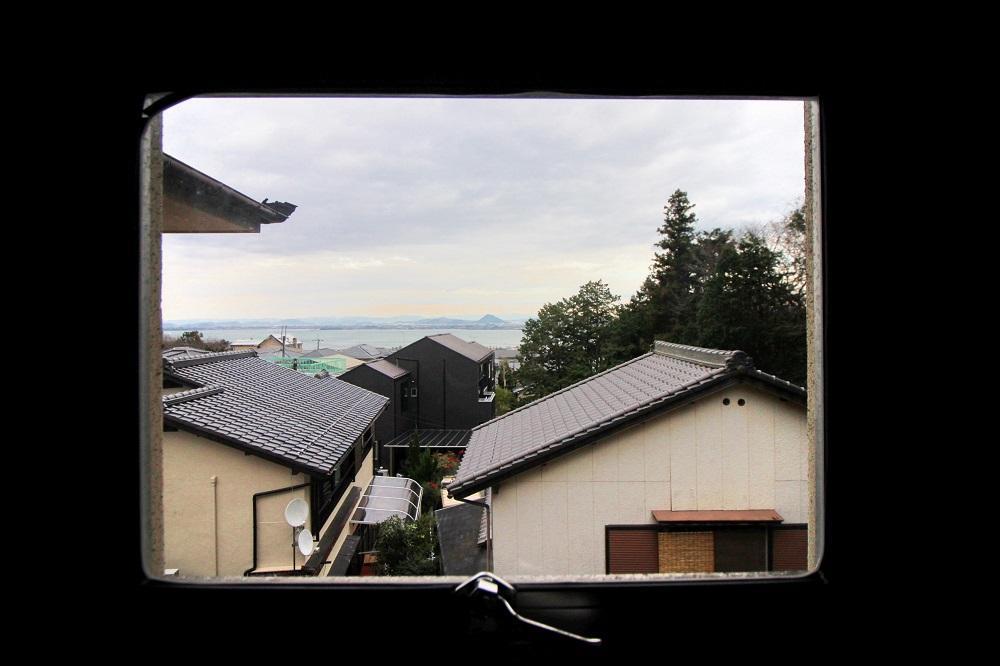 正面にポコッと見えるのが近江富士(三上山)