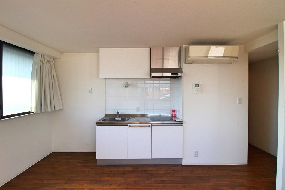 305号室:エアコンが2基付いてるのでこの広さでも安心