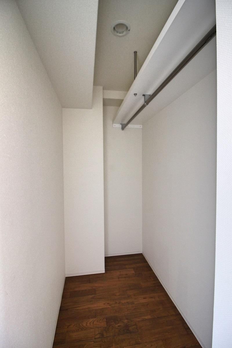305号室:服は沢山かけれそう