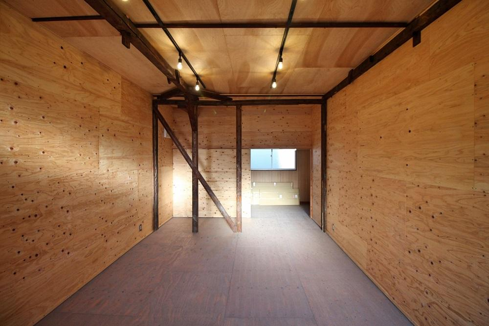 Room No6 2階の床はグレーに塗装されてます