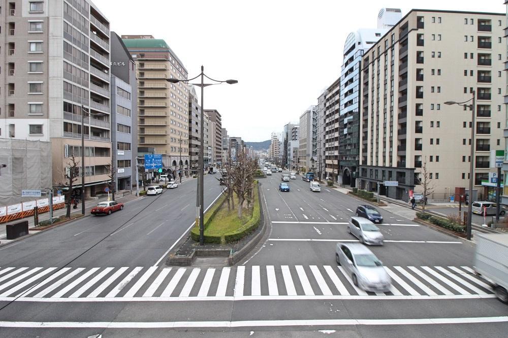 前の五条通は交通量が終日多いので通行音は聞こえます