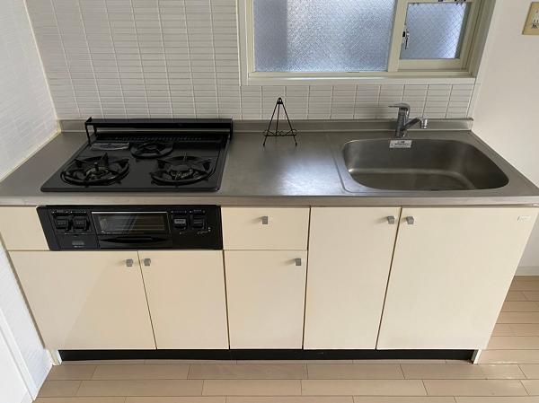 キッチンは3口のガスコンロです