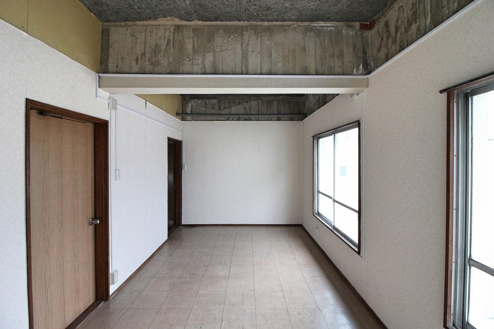 32号室|元々2部屋だったので出入り口は2か所