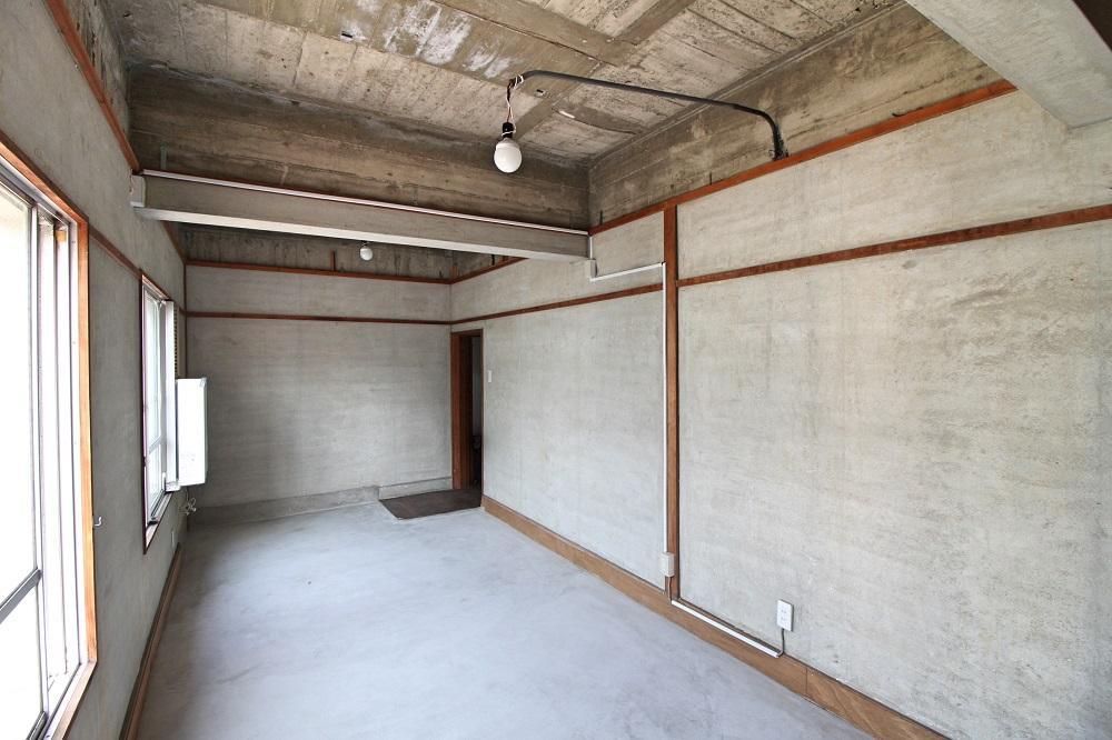 21号室|この部屋はモルタルの床と壁