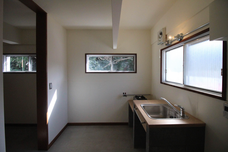 2A。光がたっぷり入る南側のキッチン。