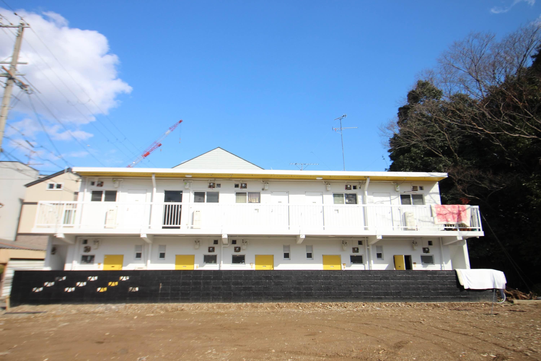 外観。どこか、沖縄のモーテルのよう。