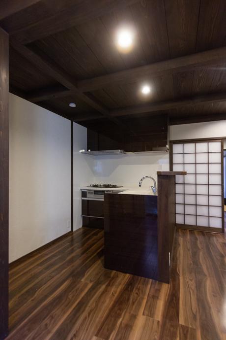 キッチンはL字型です