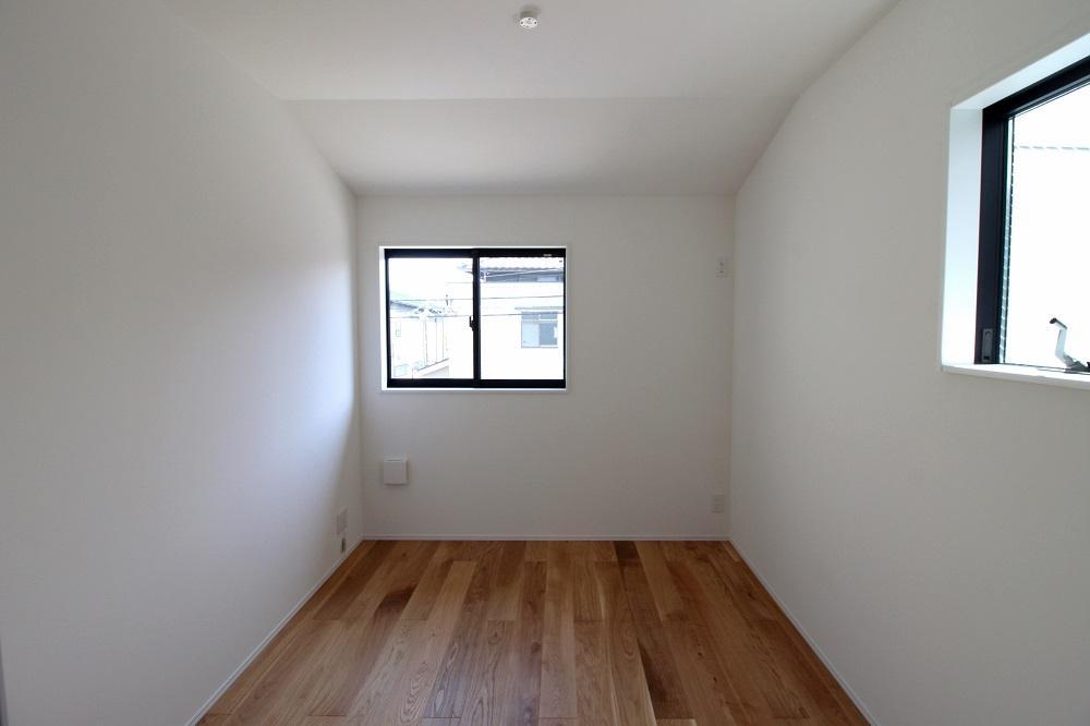 2階の真ん中の部屋