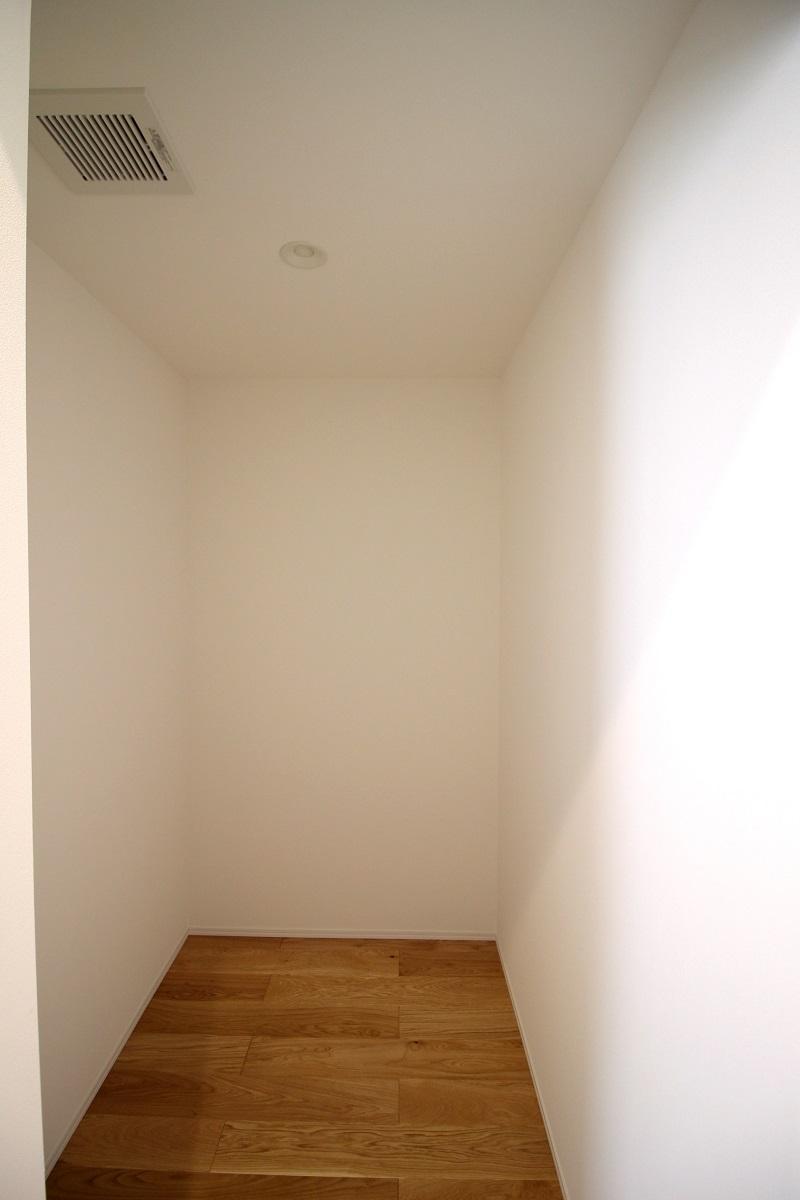 収納は多め(2階の廊下にある収納)