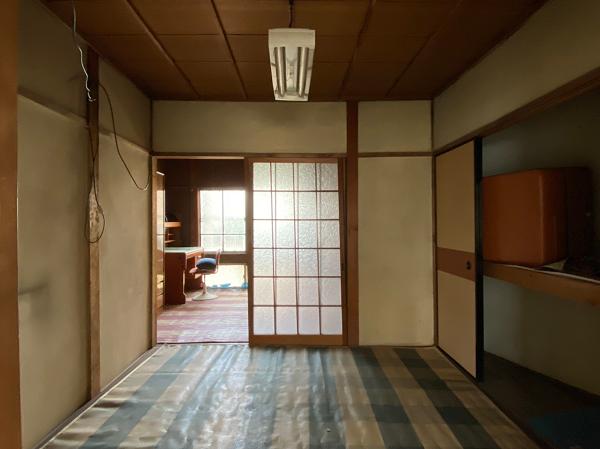 玄関から手前の部屋(4.5帖)