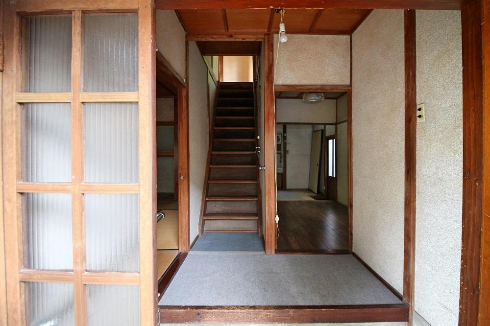 1階|正面奥がダイニングキッチンであと和室が一間