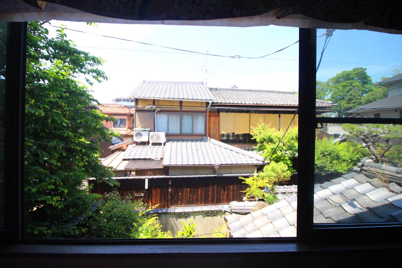 反対の窓からの景色です。