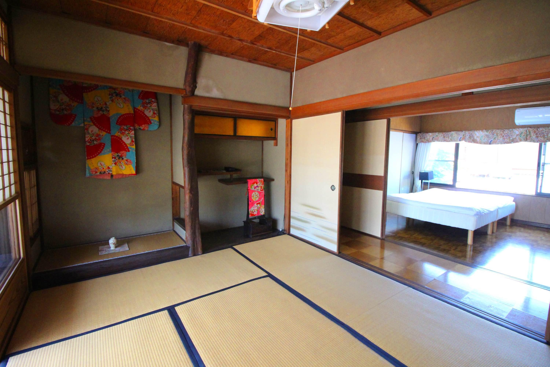 2階は畳間と板間。