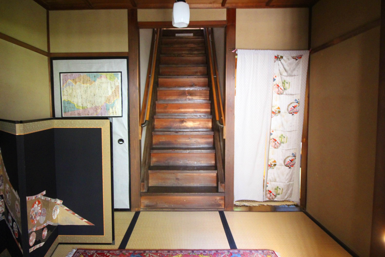 玄関間です。線対称の気持ち良さ。
