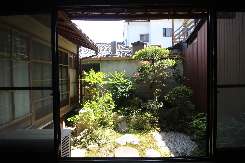 1階の南側のお庭はこんな感じで。