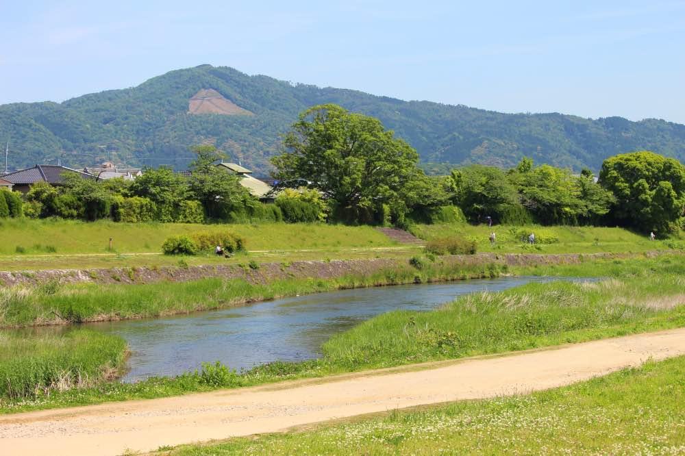 右を見ると大文字山と賀茂川です。
