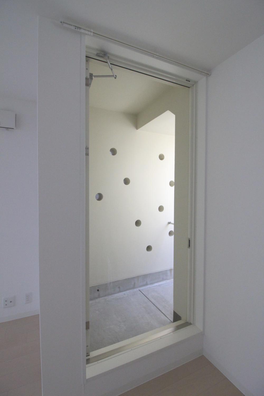 バルコニーへの扉。