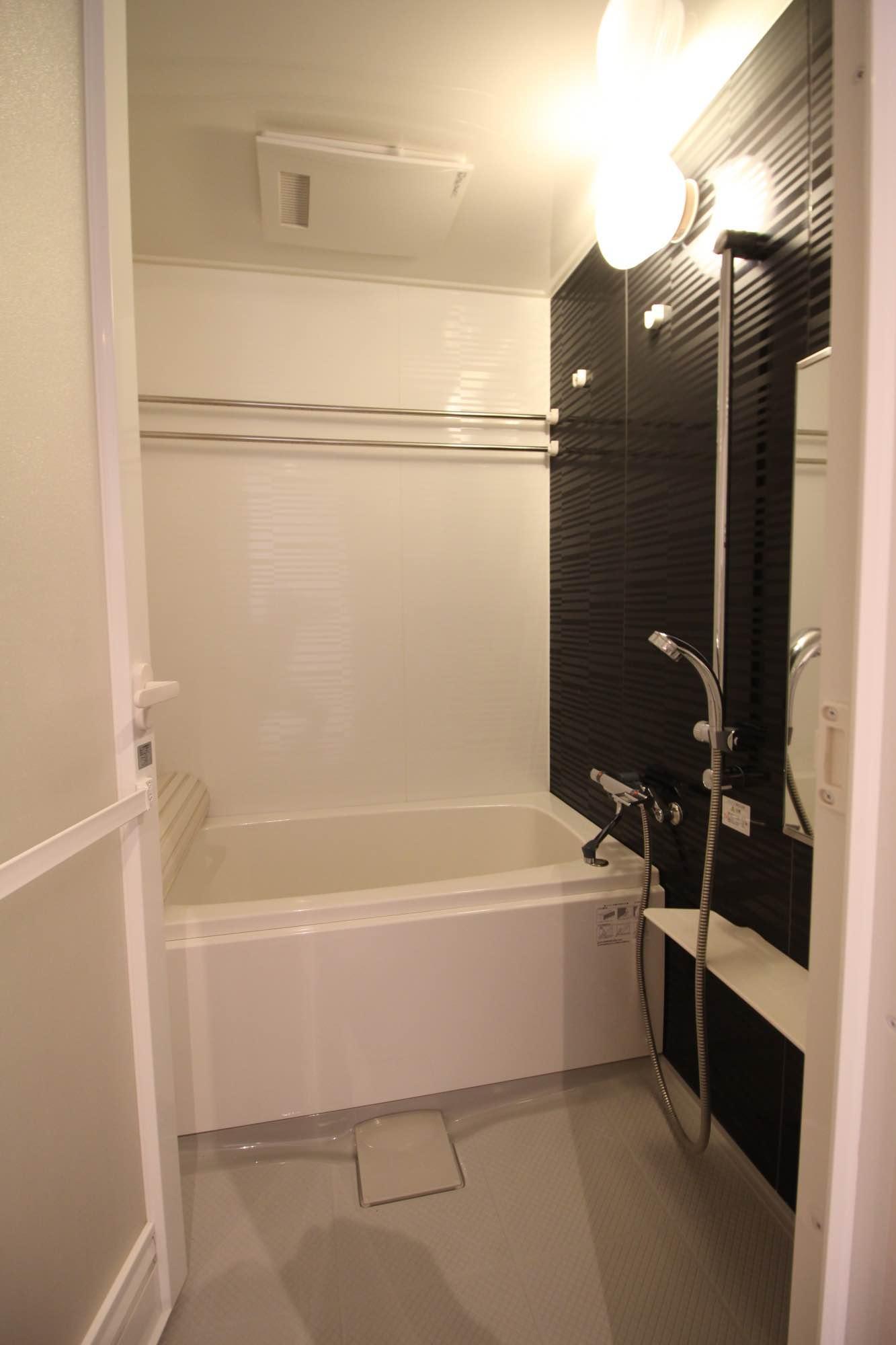 入れ替えられた水廻り。浴室乾燥機付き(402号室)