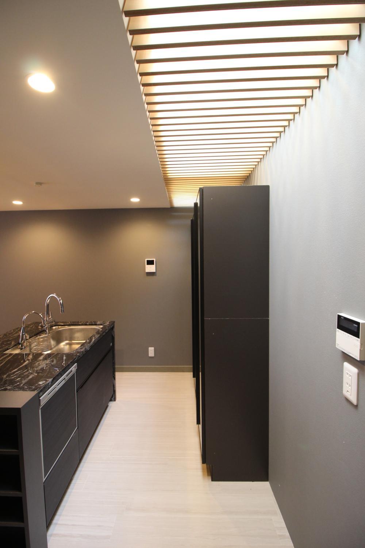 キッチン上部から明かりが取り込める設計