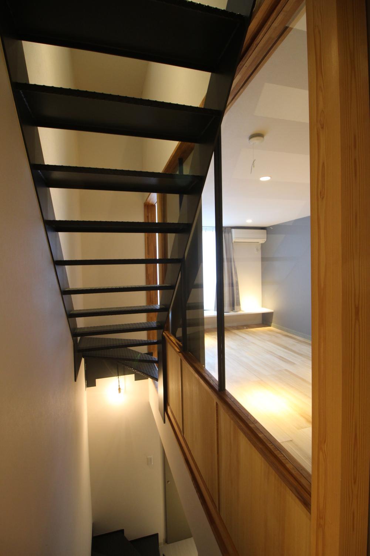 階段スペース。上下の圧迫感はない。