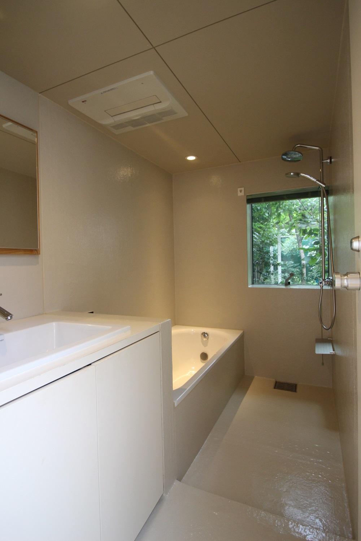 白に緑!洗い場は少し狭め。