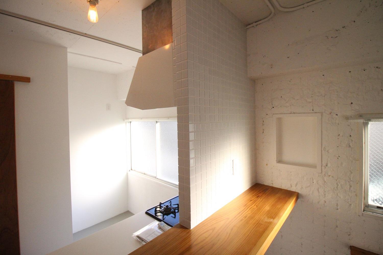 キッチンは白いタイルで。(3F)