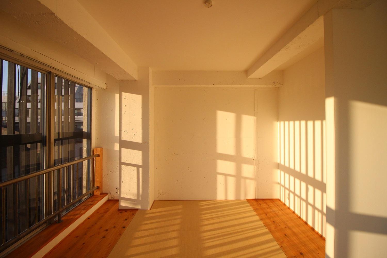 全体的にシンプルな部屋。(4F)