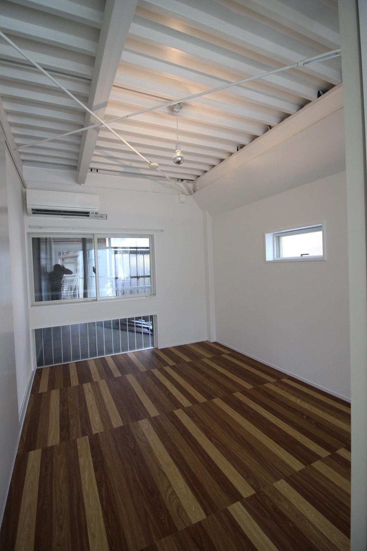洋室は1階の天井の仕様が異なります。