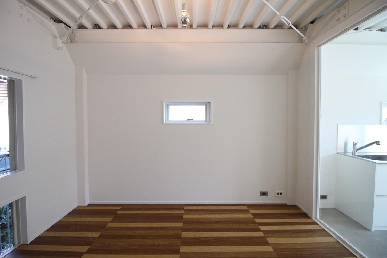 角部屋の特権。小窓あり。