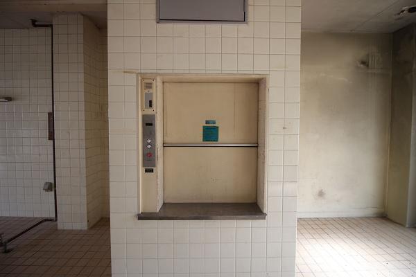 2階の小型エレベーターです