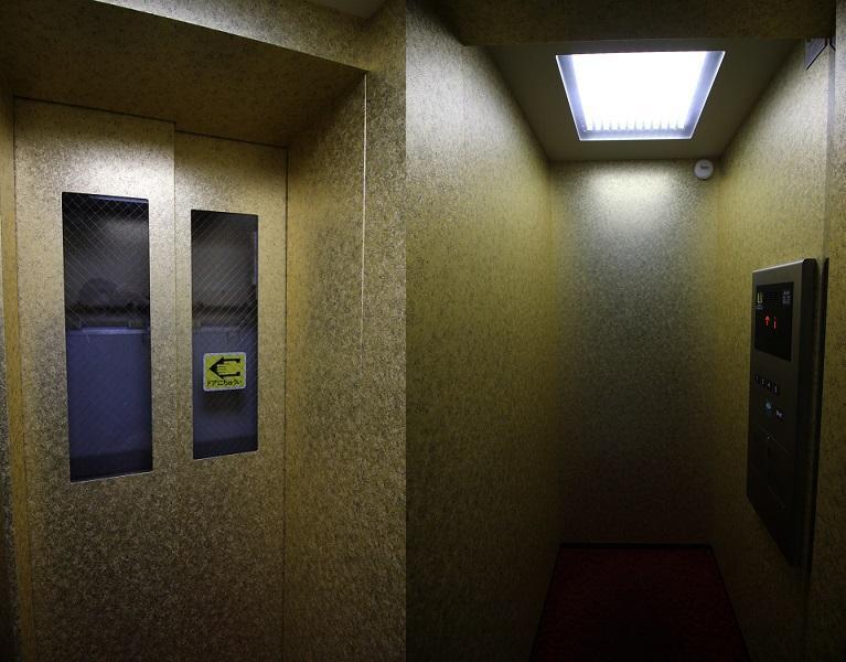 エレベーター内もこの通り。ゴールド。