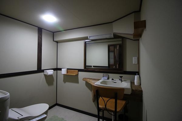 トイレと洗面台です。