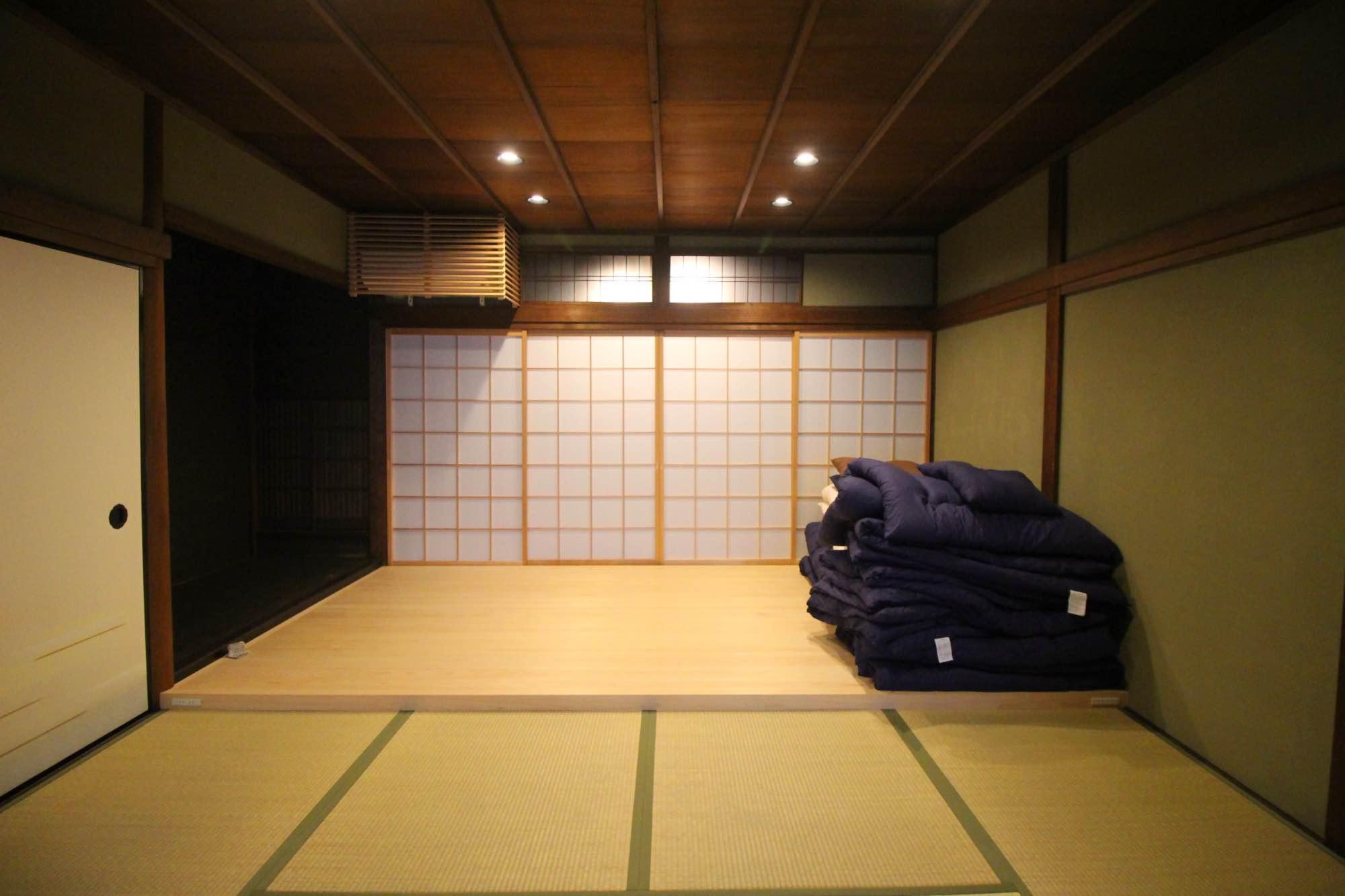 なんと歌舞伎を見せるための舞台もありました。