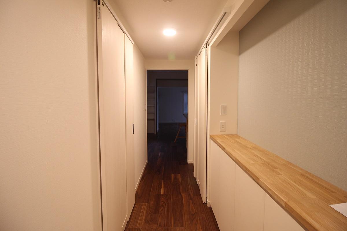 長めの廊下