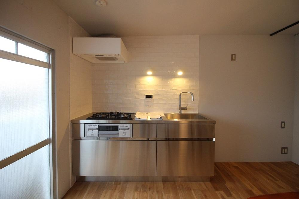 ステンレスのシンプルなキッチン(A号地)