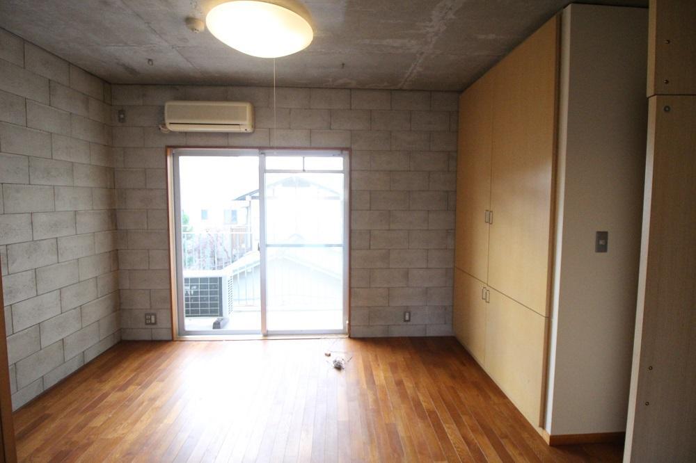 西側の洋室にもバルコニーあり。