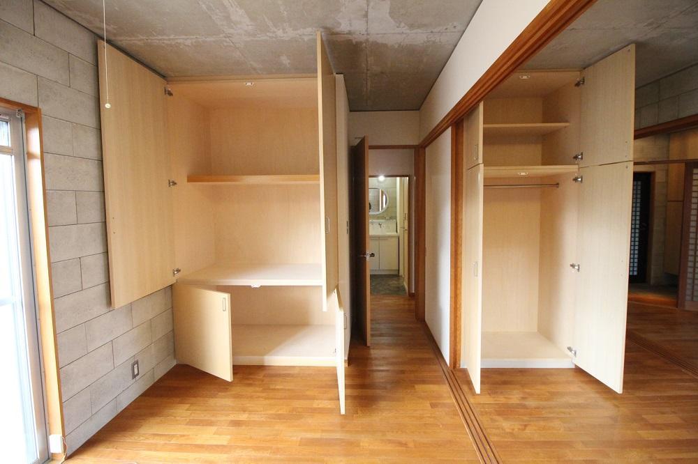 収納スペース。個室に出来るように扉有り。