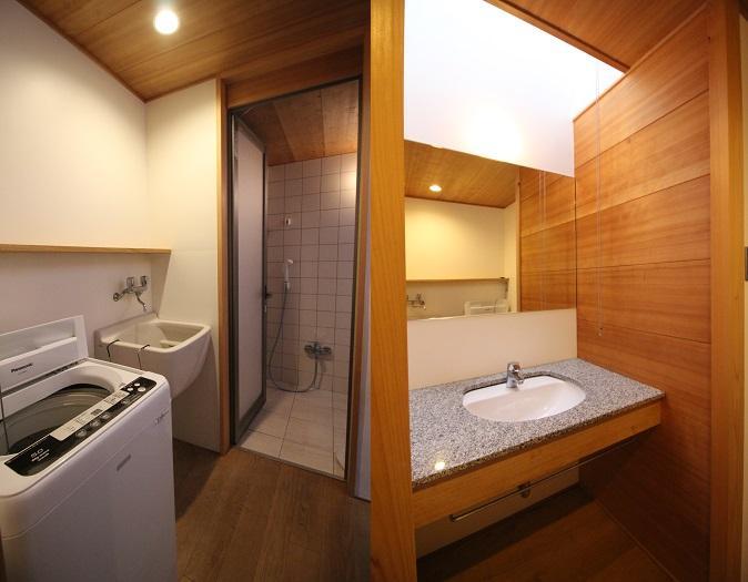 洗面脱衣場。洗い場があり便利