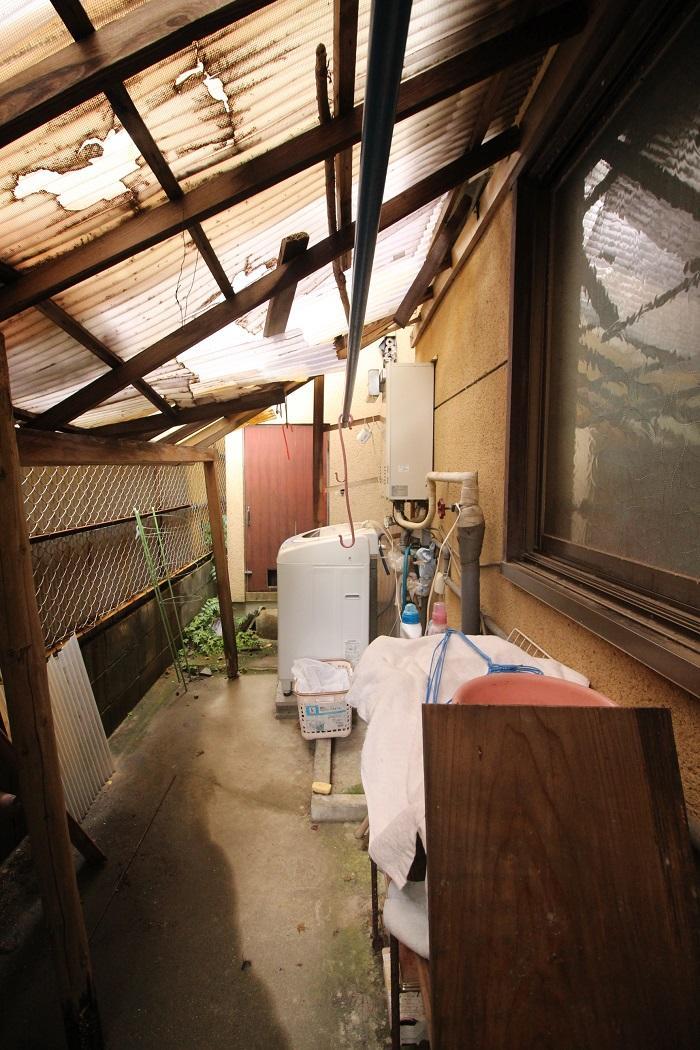 裏の洗濯機置き場