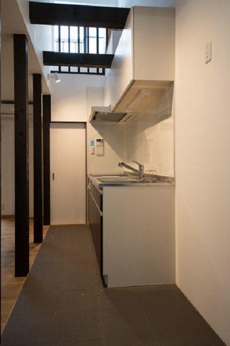 キッチンの床はタイル