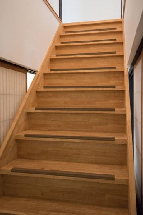 階段の傾斜は緩やかに