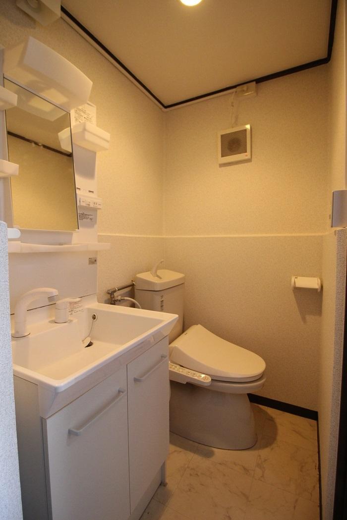 脱衣場を兼ねた洗面・トイレ