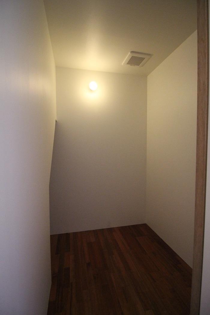 寝室の収納スペース。収納はこことあともう1箇所。