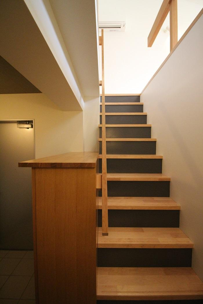 階段の踏板は無垢材