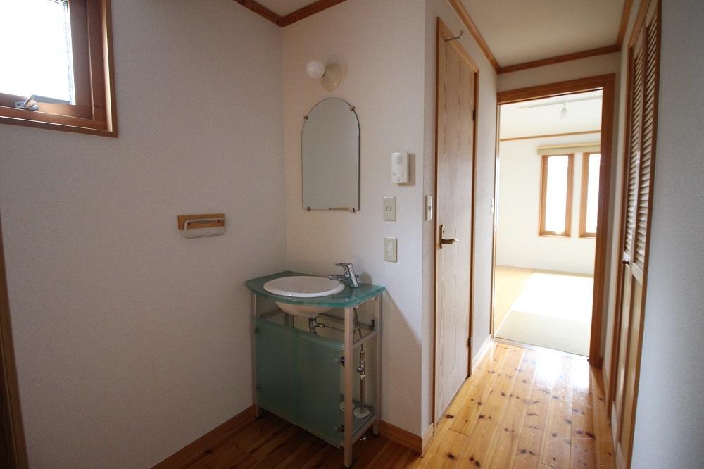 3階の廊下には洗面台。トイレもあります。