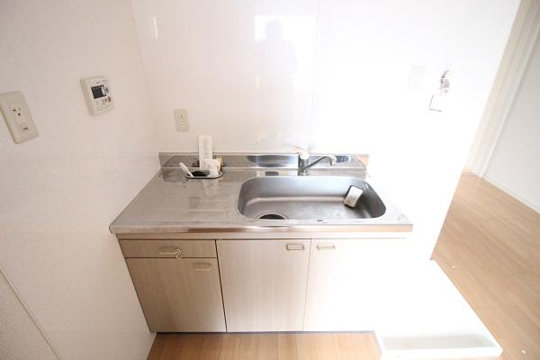 キッチンの隣が洗濯機置き場です